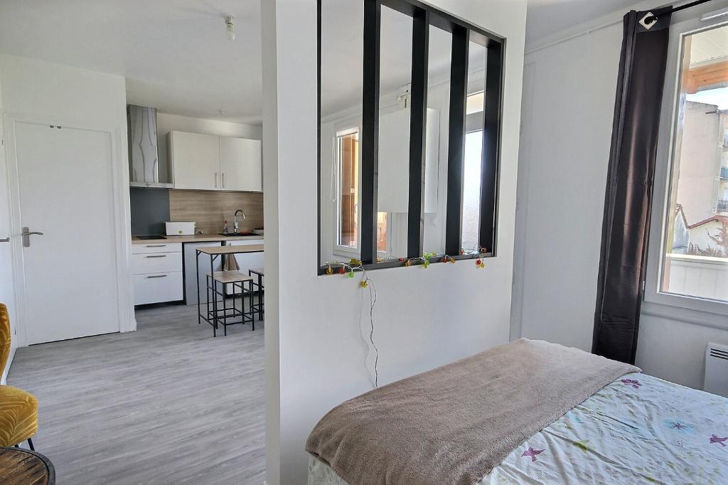 Pau Hyper Centre - Studio renove 28 m² 69 000€ - Orpi Pierre Conchez Immobilier